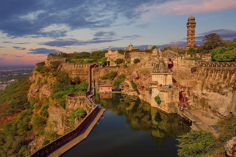 Chittorgarh taxi and cab service